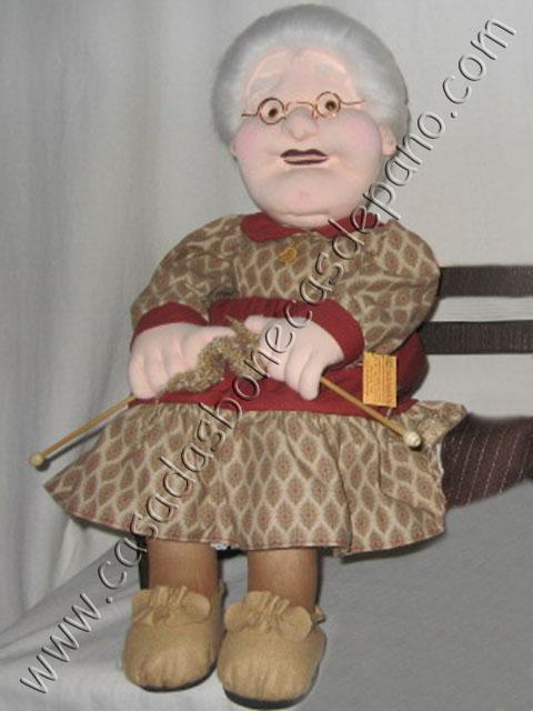 Boneca vovó escultura em tecido