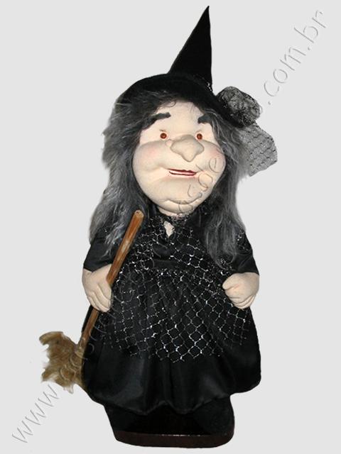 Boneca bruxa esculpida em tecido